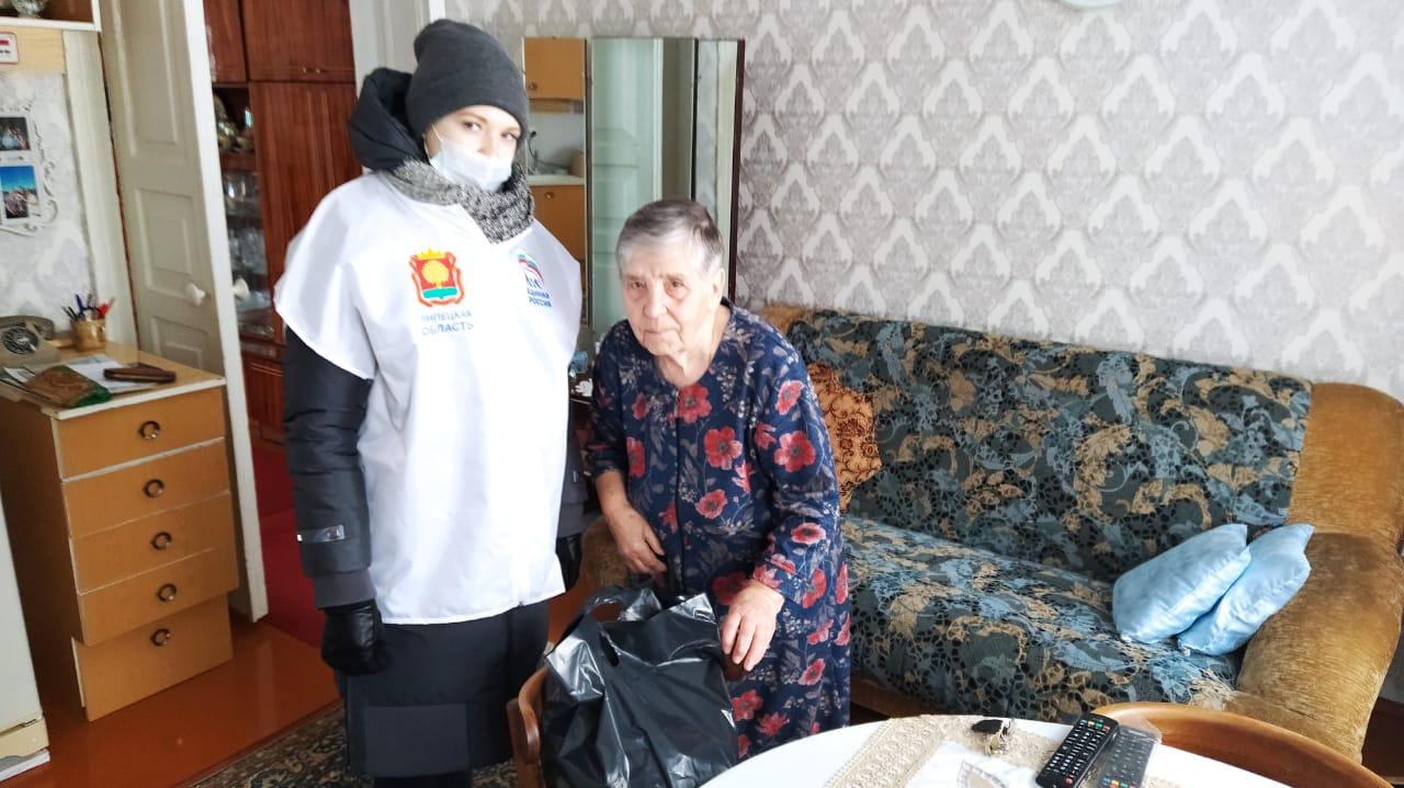 Волонтеры Молодой Гвардии Единой России оказали помощь в доставке подарков ветеранам, и блокадникам.