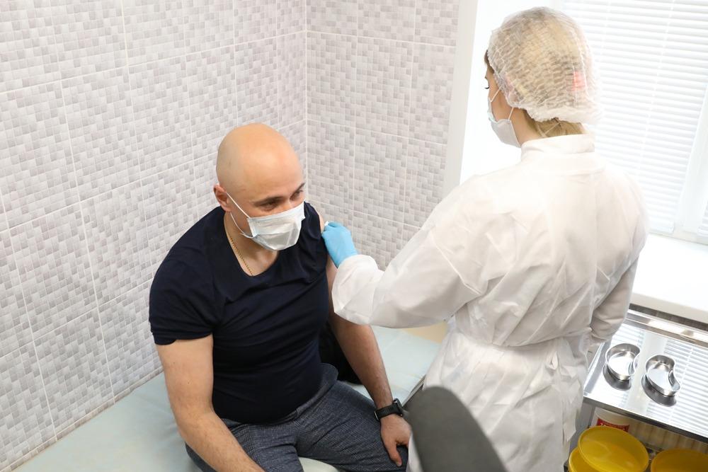 Игорь Артамонов сделал прививку от коронавируса